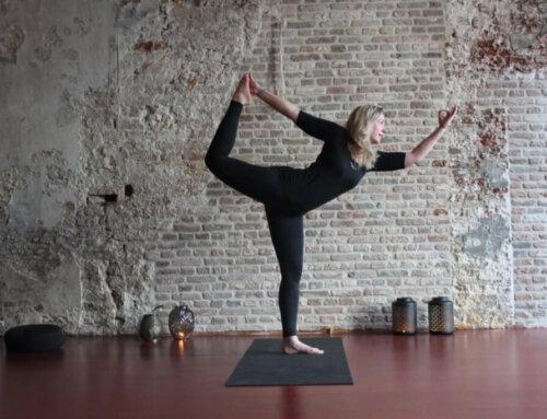 Op de yogamat bij Annelien van der Weerd